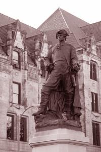 Pierre Laclede Statue